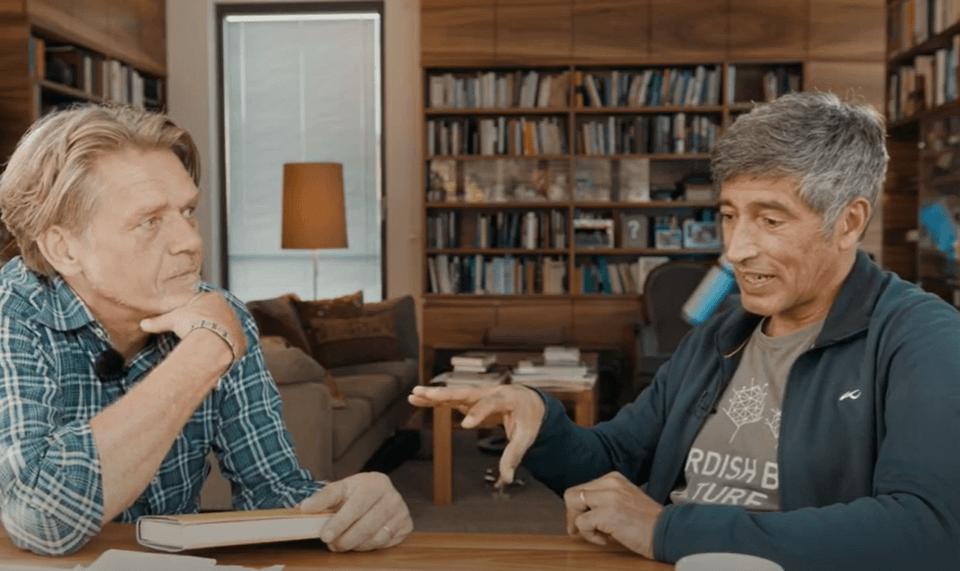 """Hajo Schumacher (links) und Ranga Yogeshwar (rechts) treffen sich zum """"Netzentdecker""""-Abschluss"""
