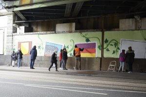 Noch ein paar Züge mit der Spraydose und der Tunnel nach Wanne-Eickel erstrahlt im neuen Farbglanz. Foto: Franziska Klein