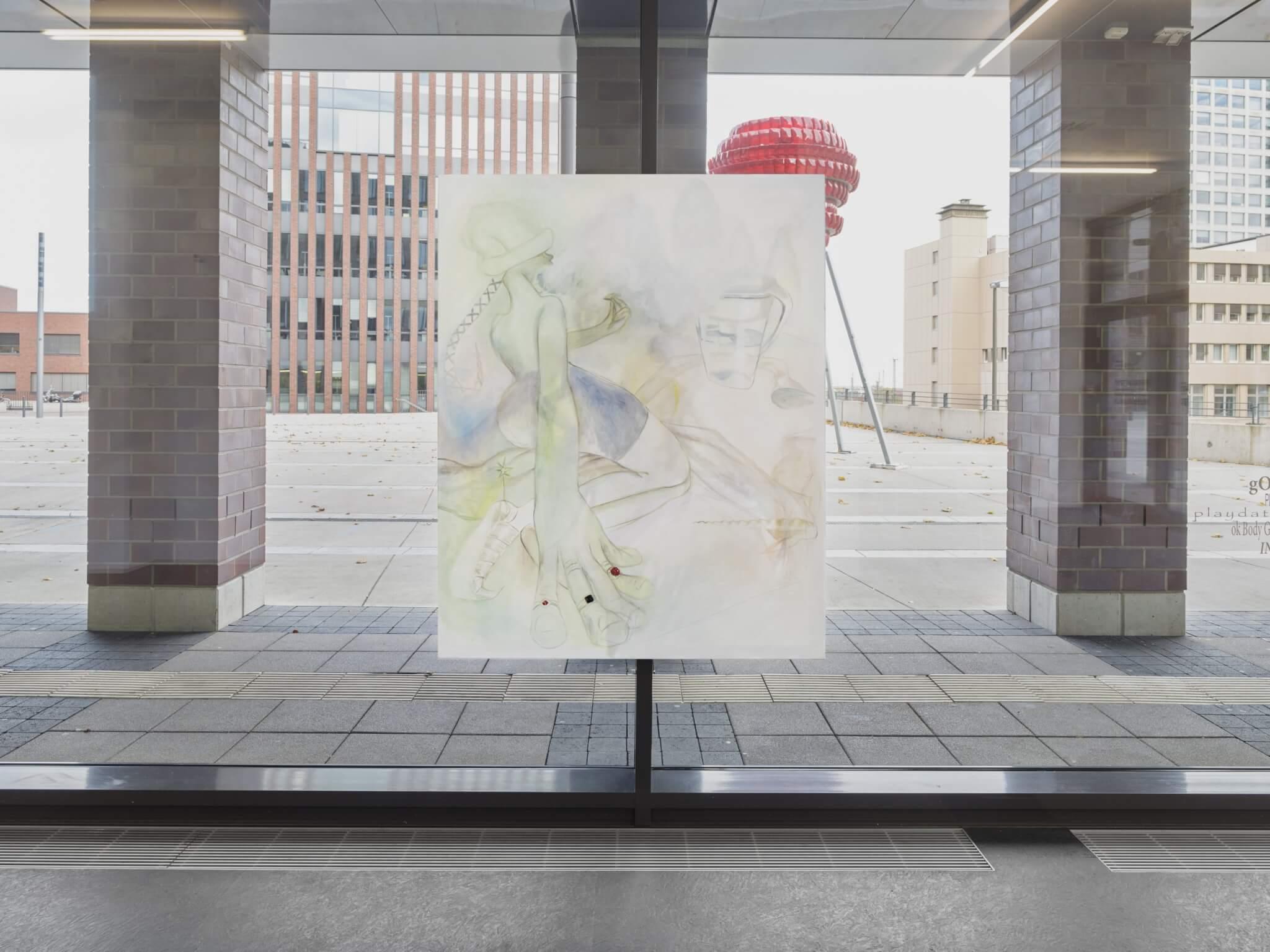 Der Ausstellungsraum ist verglast, sodass die meisten Kunstwerke auch von außen betrachtet werden können. Foto © Simon Vogel