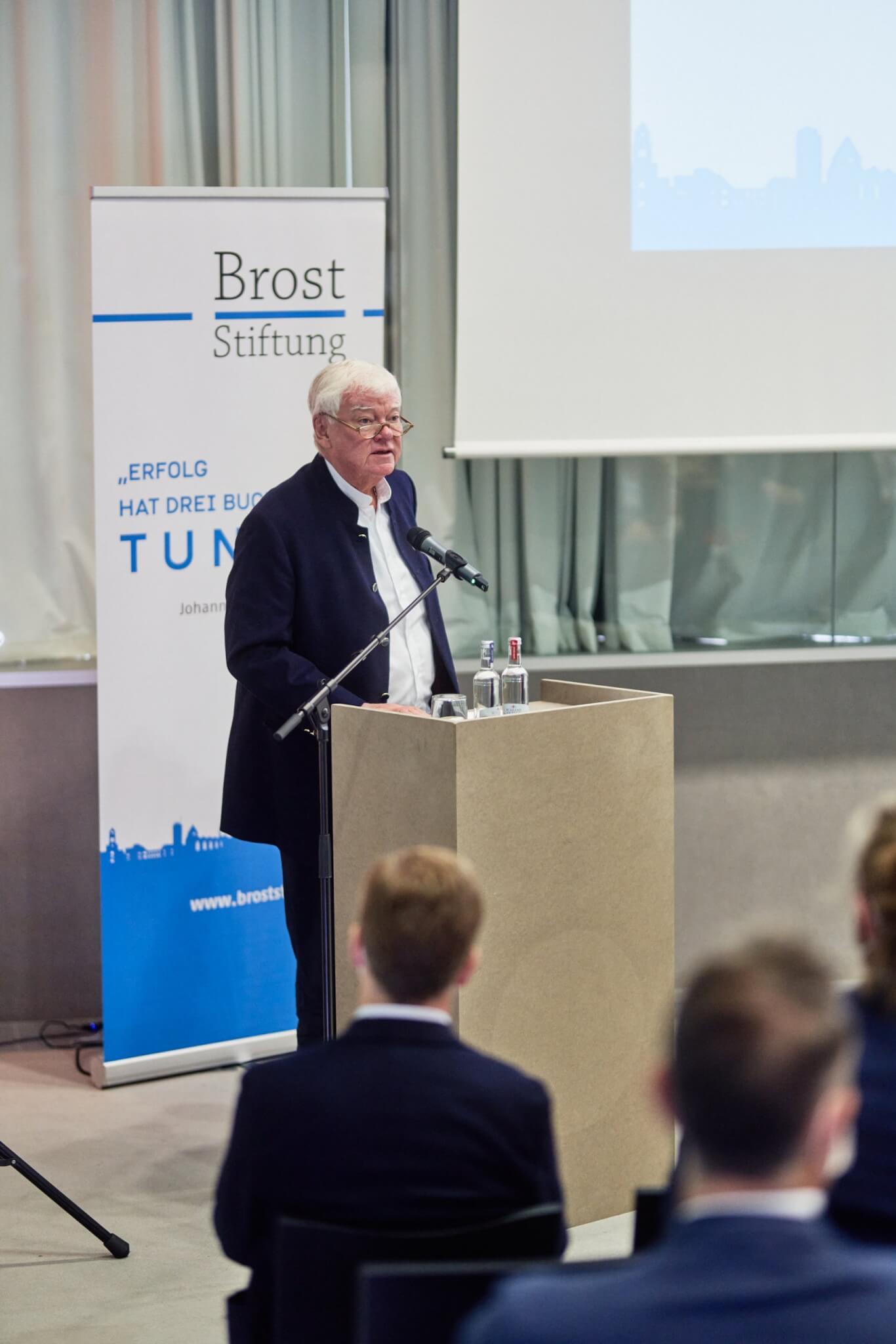 Prof. Bodo Hombach, Vorstandsvorsitzender der Brost-Stiftung, hielt die Eröffnungsrede