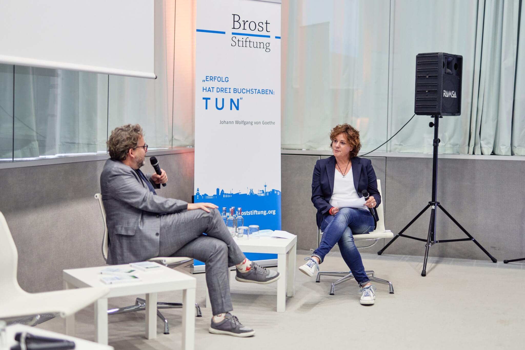 Steffi Neu (rechts), führte als Moderatorin durch den Abend