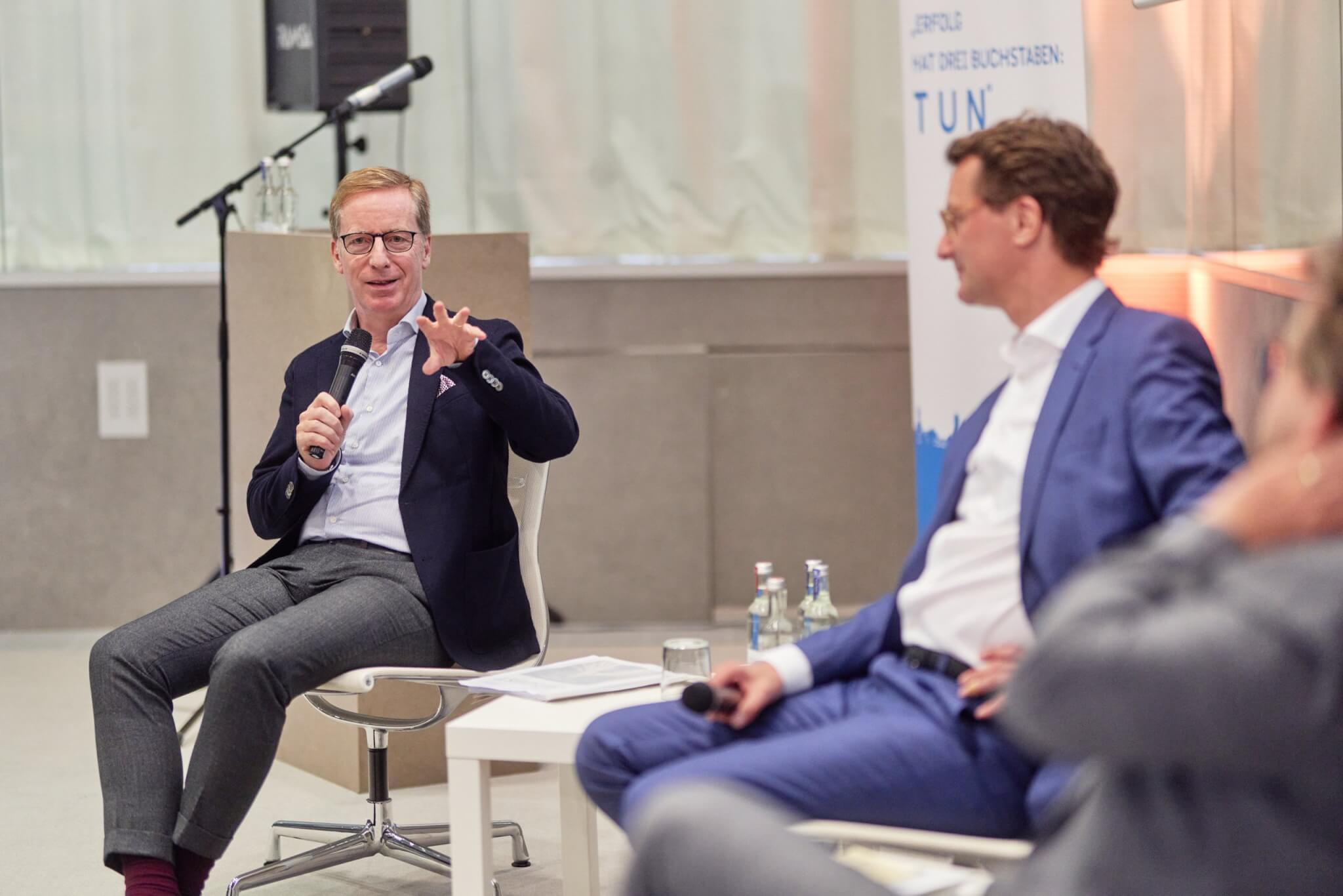 Prof. Dr. Michael Hüther (links), Direktor des Instituts der Deutschen Wirtschaft Köln e.V., stellte die Frage, wie sich das Ruhrgebiet definiert