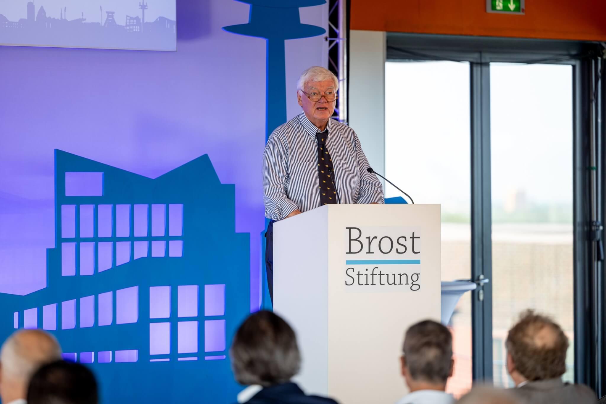 Prof. Bodo Hombach eröffnete die Veranstaltung