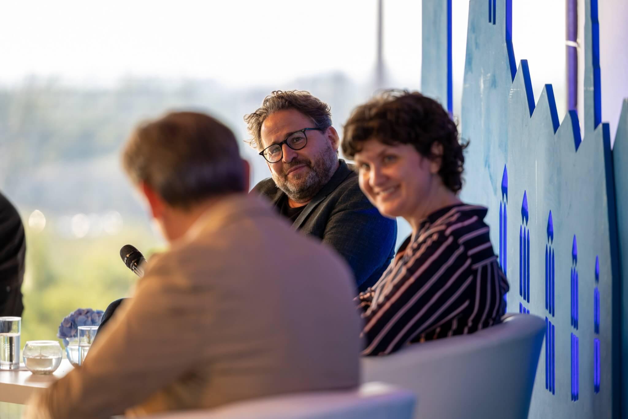 Dr. Wolfram Eilenberger und Anke Johannsen lauschten den Worten von Dr. Frank Dudda